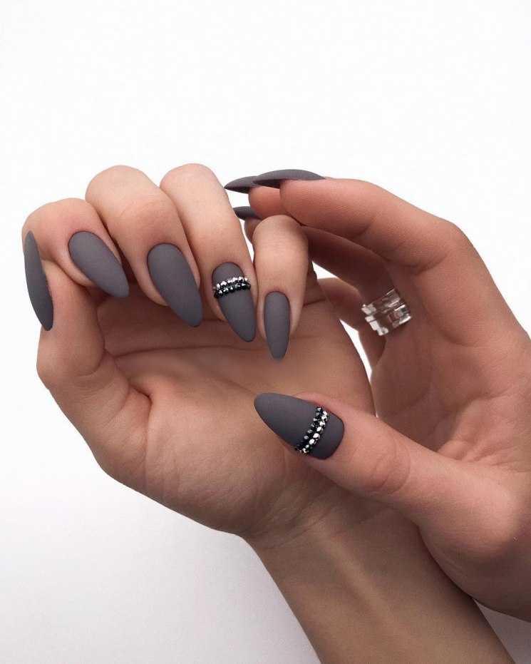 Серо-розовый маникюр – модные тенденции и тренды для ногтей любой длины