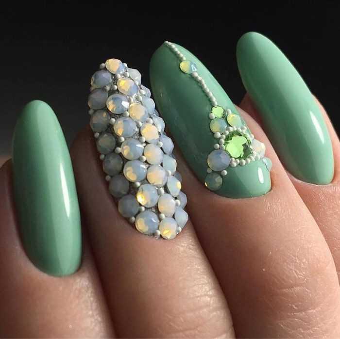 Зеленые ногти фото, модный зеленый маникюр 2020-2021: нетривиальный зеленый дизайн ногтей - фото новинки